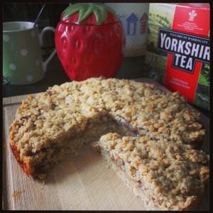 oaty jam tray bake