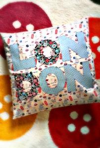 applique London cushion