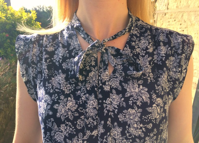 simplicity-8131-blouse-neck-tie