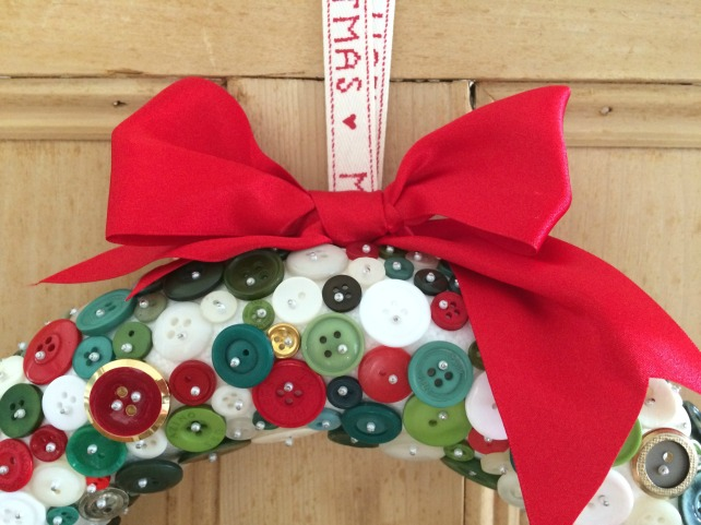 diy-button-wreath-ribbon