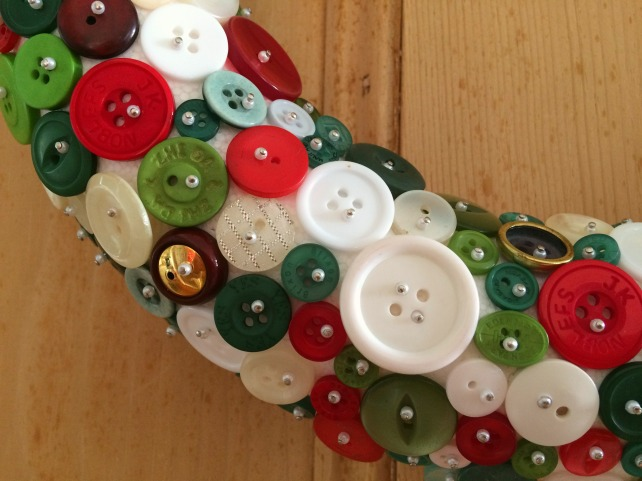 make-a-button-wreath